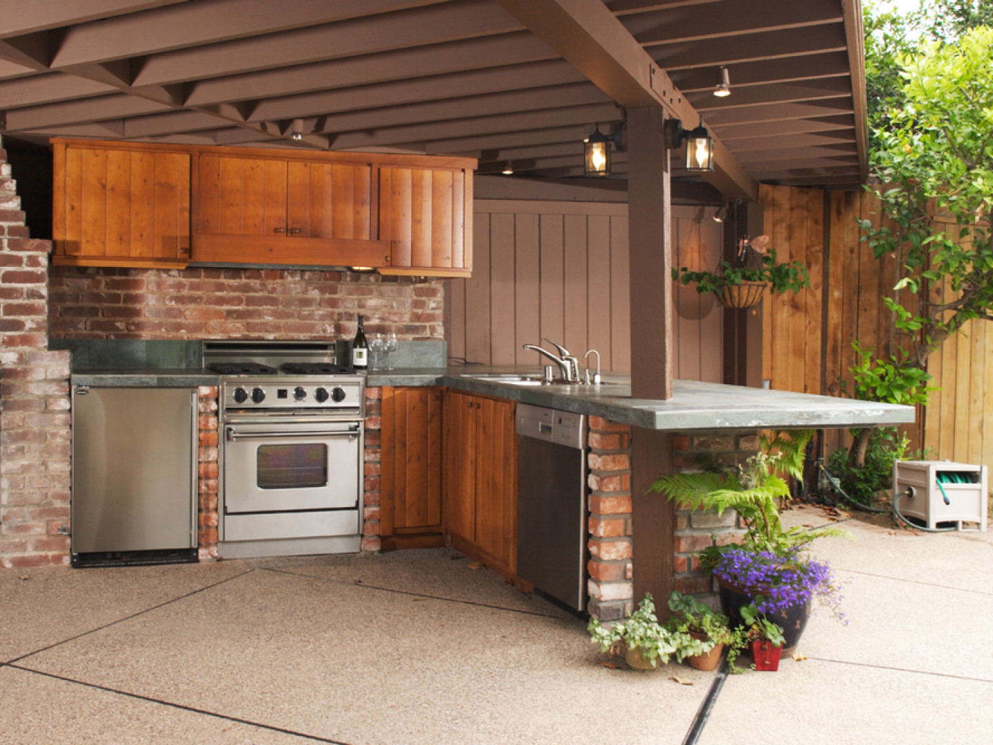 Outdoor kitchens create extra living space